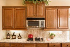 Montaje de un horno de microondas sin un gabinete de arriba