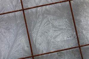 Cómo colocar pisos de azulejo sobre madera contrachapada de