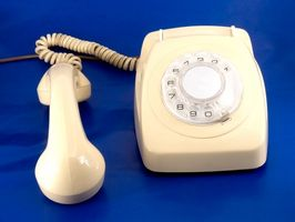 ¿Cómo reparar una línea de teléfono