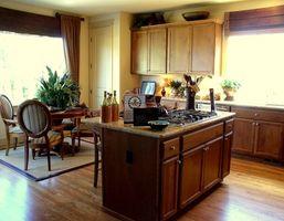 Cómo agregar moldura para gabinetes de cocina
