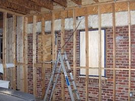 ¿Cómo marco una pared en un garaje