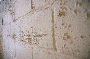 Cómo comprobar un muro de hormigón para humedad