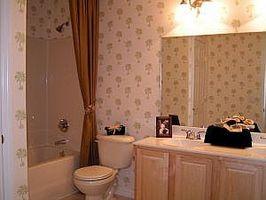 Cómo actualizar un viejo baño con un presupuesto