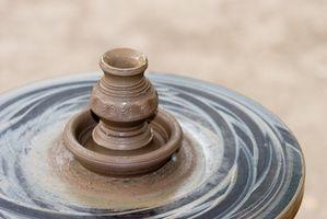 Cómo mantener la cerámica vidriada se pegue a la bandeja de horno