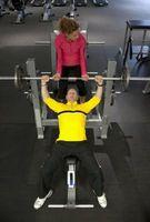 Cómo construir los músculos del pecho con bancos