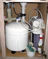 Cómo instalar un filtro de Osmosis inversa bajo fregadero