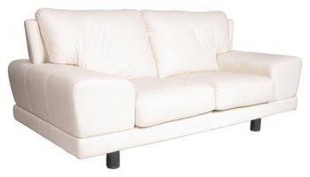 Cómo decorar con un sofá de cuero blanco y un sofá de dos plazas