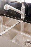 Cómo cambiar un fregadero de hierro fundido con acero inoxidable