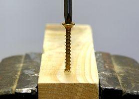 ¿Cómo eliminar una pequeña rotura del tornillo en la madera?