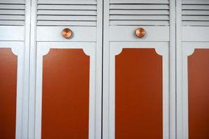 Cómo pintar una puerta de armario de aluminio