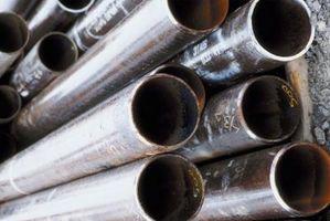 Cómo hacer agujeros en las paredes del tubo de acero