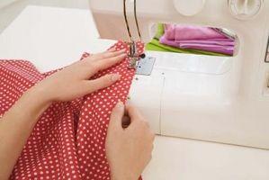Máquinas de coser del cantante con velocidad lenta
