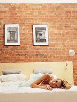 Montaje de un cuadro en una pared de ladrillos sin la perforación