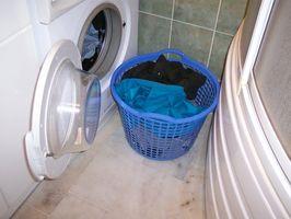 Cómo construir un gabinete alrededor de una lavadora y secadora en el baño
