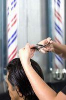 Cómo quitar pegamento del pelo