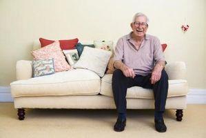 Cómo corregir las brechas en los cojines del sofá