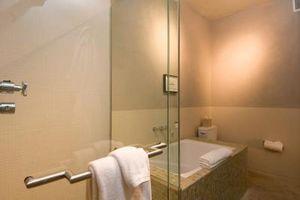 Cómo construir una ducha de vidrio sin marco