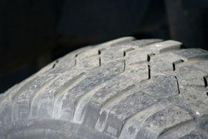 Cómo montar un neumático de Tractor de césped deformes