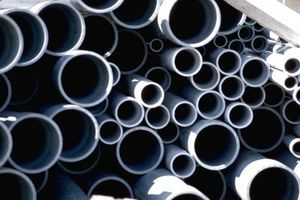 Cómo construir un tubo de PVC del estante de toalla