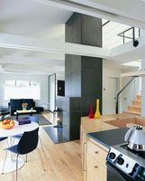 Cómo colocar un suelo laminado alrededor de los gabinetes de cocina