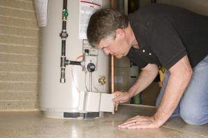 Cómo arreglar un agujero piloto tapado en un calentador de agua