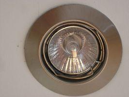 ¿Cómo reemplazar empotrado iluminación con luces LED de interior?