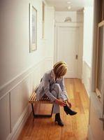 Cómo decorar un banco de zapato en un hall de entrada