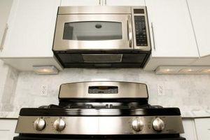 Pasos para cocinar en un horno de microondas