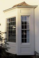 Cómo hacer una barra de cortina para una ventana de arco