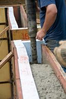 Cómo instalar formularios para verter hormigón paredes
