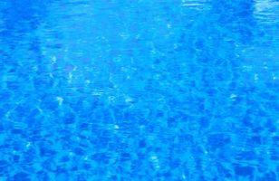 Manera más barata de limpiar una piscina sobre el suelo