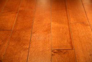 Cómo manchar pisos de madera encerados