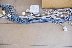 Cómo ocultar los cables en una chimenea