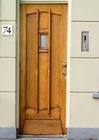 Cómo reemplazar una puerta Exterior y marco