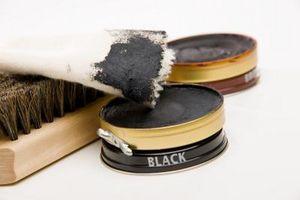 Cómo quitar el pulimento de zapato de goma negro de paño