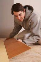 ¿Puede usted poner laminado pisos de madera pinotea?