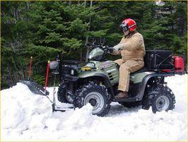 Cómo utilizar un ATV para arado de nieve