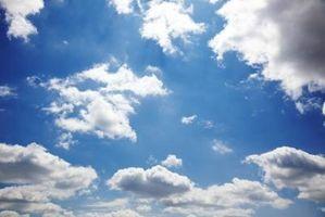 Cómo pintar nubes en el techo de un dormitorio