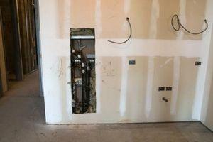 Herramientas necesarias para cortar un pase a través de una pared Interior