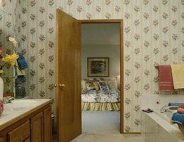 Cómo reparar grietas encima de puertas en paredes de yeso
