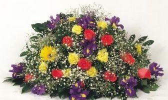 Cómo hacer un arreglo Floral grande para un ataúd