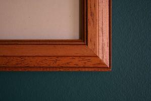 Cómo colgar un cuadro en una caja de escalera