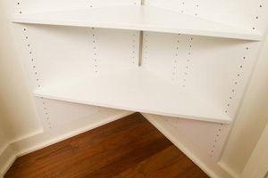 Cómo hacer las esquinas en los estantes de la despensa DIY