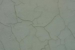 Cómo instalar baldosas de cerámica sobre el concreto agrietado