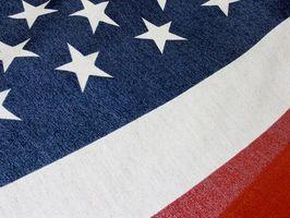 ¿Cómo doblar la bandera americana para un caso de exhibición de triángulo
