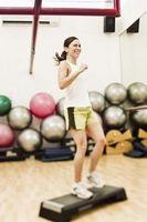 Cómo usar un banco de paso para ejercicios pliométricos