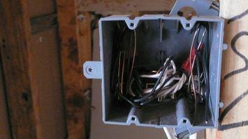 Cómo cablear receptáculos dúplex al lado de
