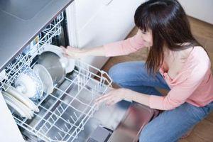 Cómo solucionar un detergente lavavajillas automático atascado
