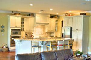 Cómo pintar gabinetes de cocina lacado blanco