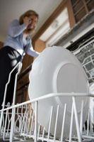 Cómo limpiar un desagüe lavavajillas bloqueado